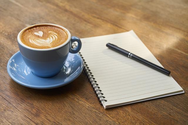 káva se zápisníkem