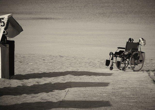 prázdný invalidní vozík.jpg