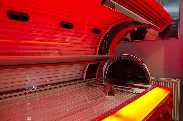 červené solárium.jpg