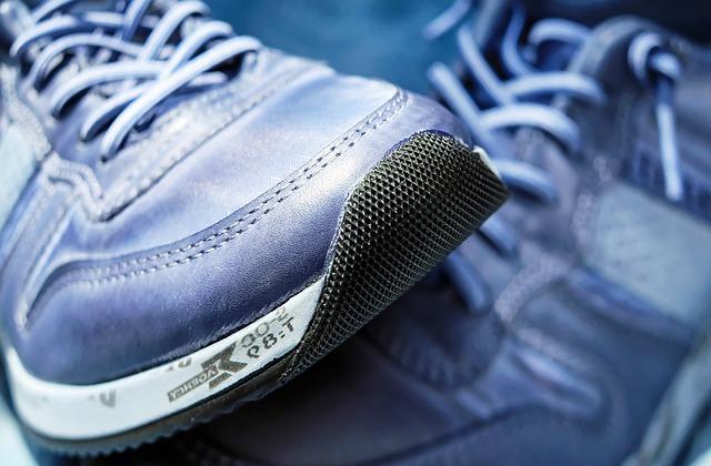 modrá běžecká obuv
