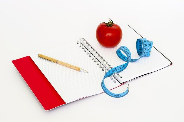 dieta, krejčovský metr, rajče